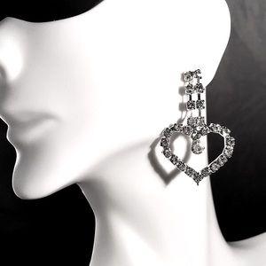 ⭐️NEW!⭐️ Adorable Rhinestone Heart Earrings💓